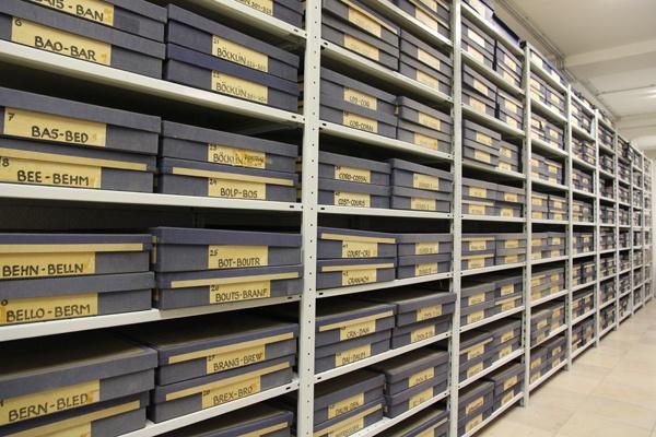 Foto-Archiv des Bruckmann Verlages. Bestandsbezogene Entwicklung eines Forschungskonzepts