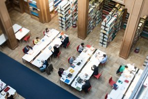 Stellenausschreibung Bibliothek: Diplom-Bibliothekarin / Diplom-Bibliothekar (E 9 TV-L, Teilzeit 20 Stunden / Woche, unbefristet)