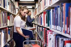 Stellenausschreibung Bibliothek: studentische Aushilfe (E 3 TV-L, 6 Wochenstunden)