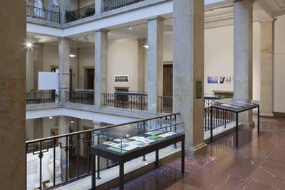 Ausstellungsansicht: Hans Haacke, Ausstellung am Zentralinstitut für Kunstgeschichte (12.12.2019-7.2.2020)©Wilfried Petzi
