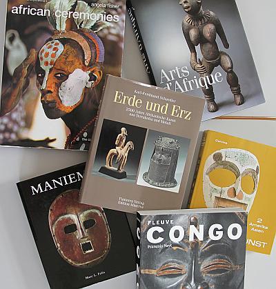Publikationen zur Kunst Afrikas aus dem Besitz des Afrika-Spezialisten Karl-Ferdinand Schädler (Auswahl)Foto: Zentralinstitut für Kunstgeschichte