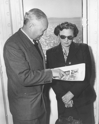 Max and Iris Stern looking at a poster advertising his lost art in 1952 that was published in  WELTKUNST, 08.1952, p. 18 (reproduced in Angel, Sara: The Secret Life of Max Stern, 2014, p. 15)