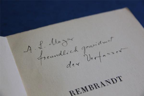 Bücher aus der NS-verfolgungsbedingt entzogenen Bibliothek von August Liebmann Mayer in der Bibliothek des ZI